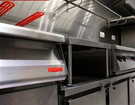 Batendo o martelo contrato e prazo de entrega da cozinha industrial
